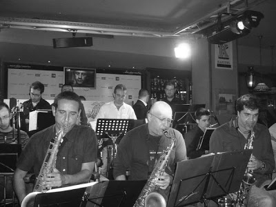 "AM BIG BAND EN EL PUB ""KAPITEL"" Y KIKE PERDOMO ""ACOUSTIC AND FUNK""."