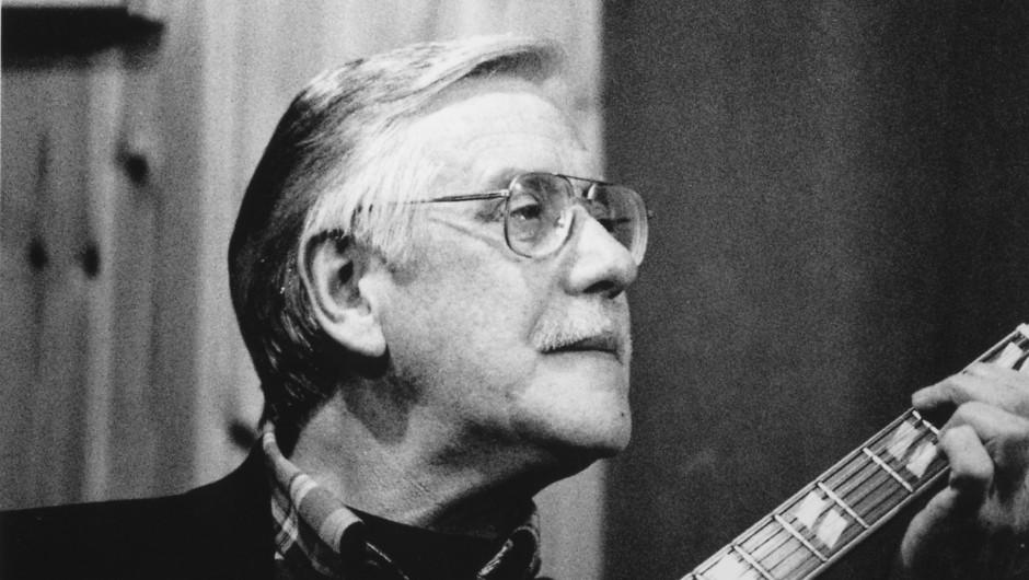 El guitarrista irlandés Louis Stewart fallece a los 72 años