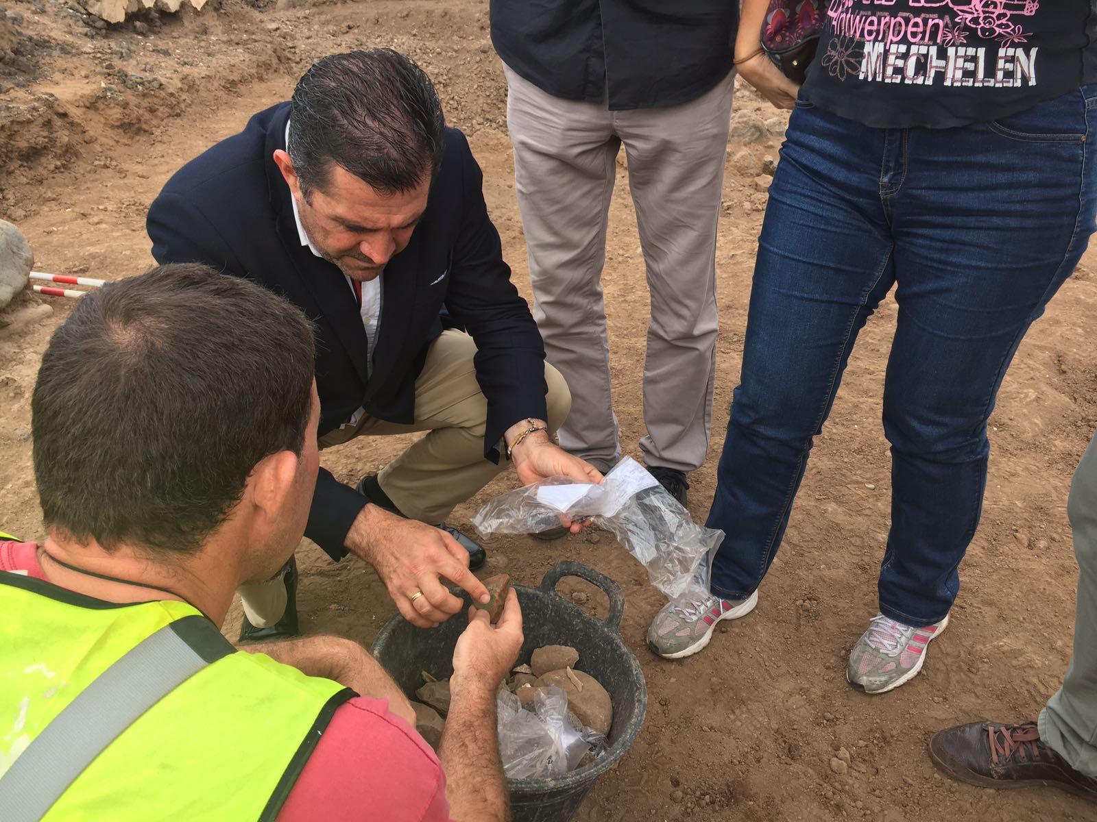 Encuentran material prehispánico en la excavación en Agaete