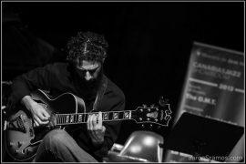 """131101 V Canarias Jazz Showroom - Octavio Hernández """"Solo Monk"""". Octavio Hernández, guitarra. Espacio Cultural Aguere. Tenerife © Aarón S. Ramos"""
