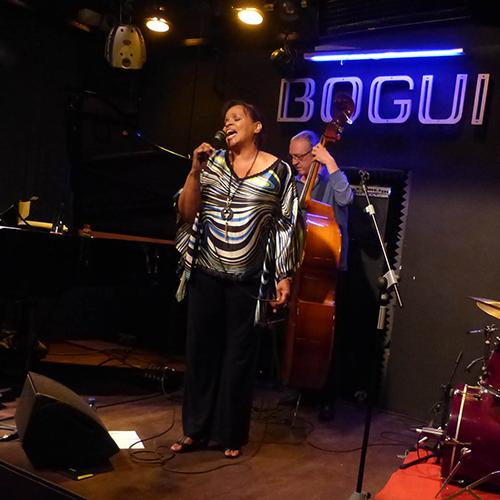 Deborah J. Carter canta en el Bogui Jazz