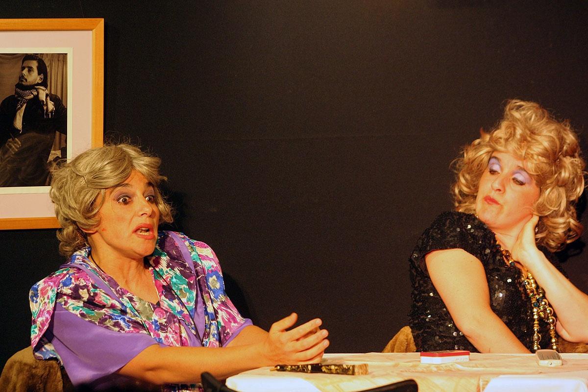 Presentes Ausentes en Café Teatro Rayuela.