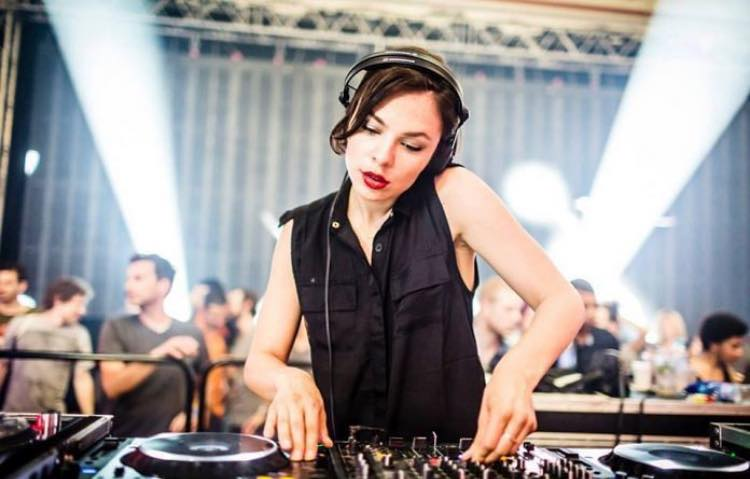 Nina Kraviz: brillante, genuina, indomable…