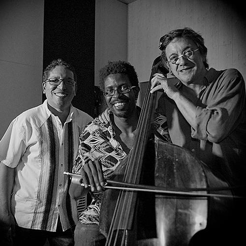 Dos contrabajos y uno sin, en el Bogui Jazz