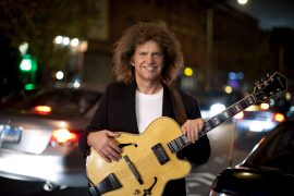 pat-metheny-photo-4-extralarge_1261073877537_3