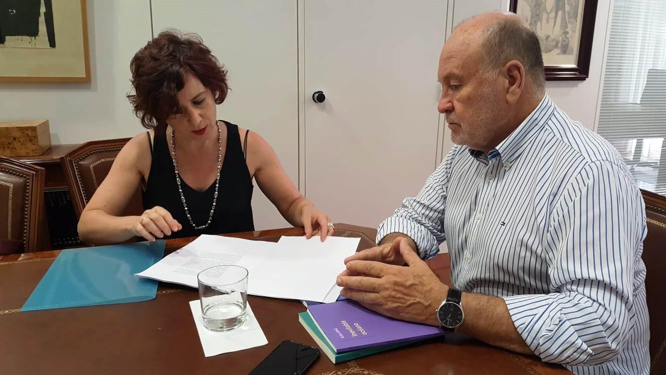 La antología de Pino Ojeda será publicada en octubre