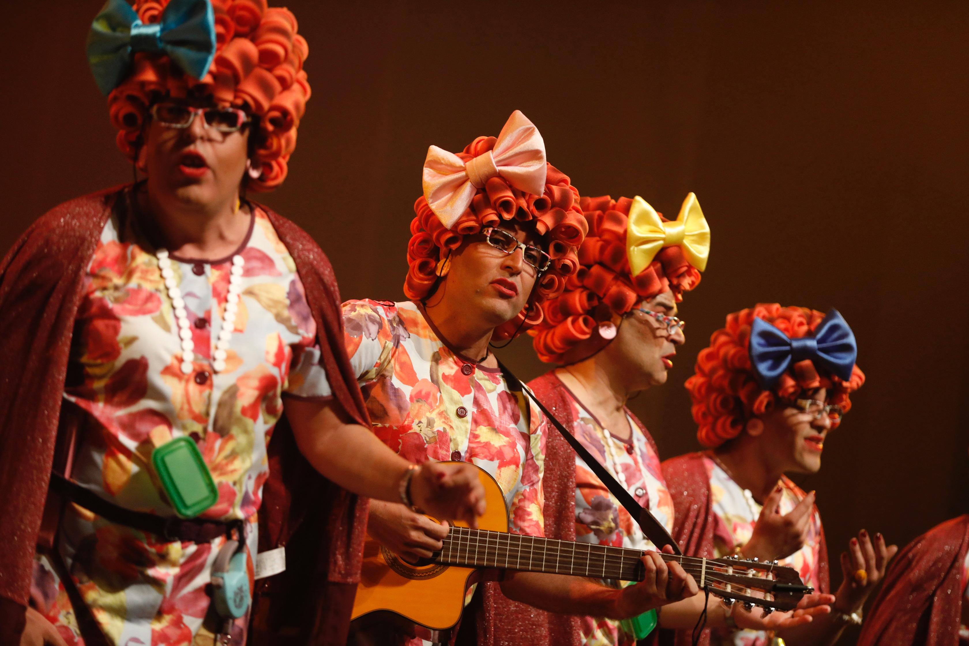 La Chirimurga del timple recala en el Liceo de Taoro con su espectáculo 'Servicio 24 horas'