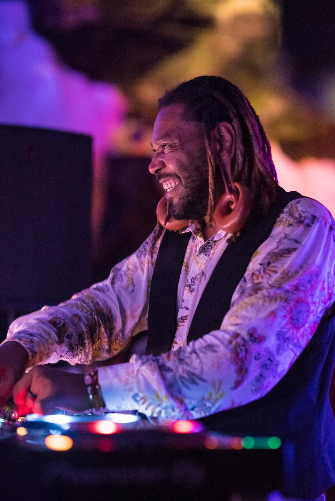 Los ritos Yoruba de Osunlade calan hondo en el Jameos Music Festival