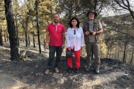 Nona Perera durante la visita junto al alcalde Jesús Díaz y el arqueólogo Julio Cuenca