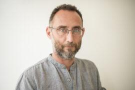 El periodista especialista en Africa, Jose Naranjo en Dakar. @Sylvain cherkaoui/Cosmos