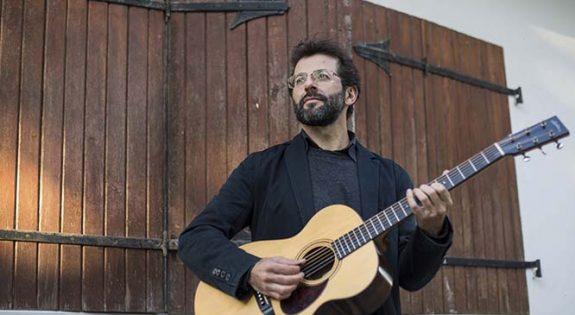 Carlos López publica su disco Nada será como antes