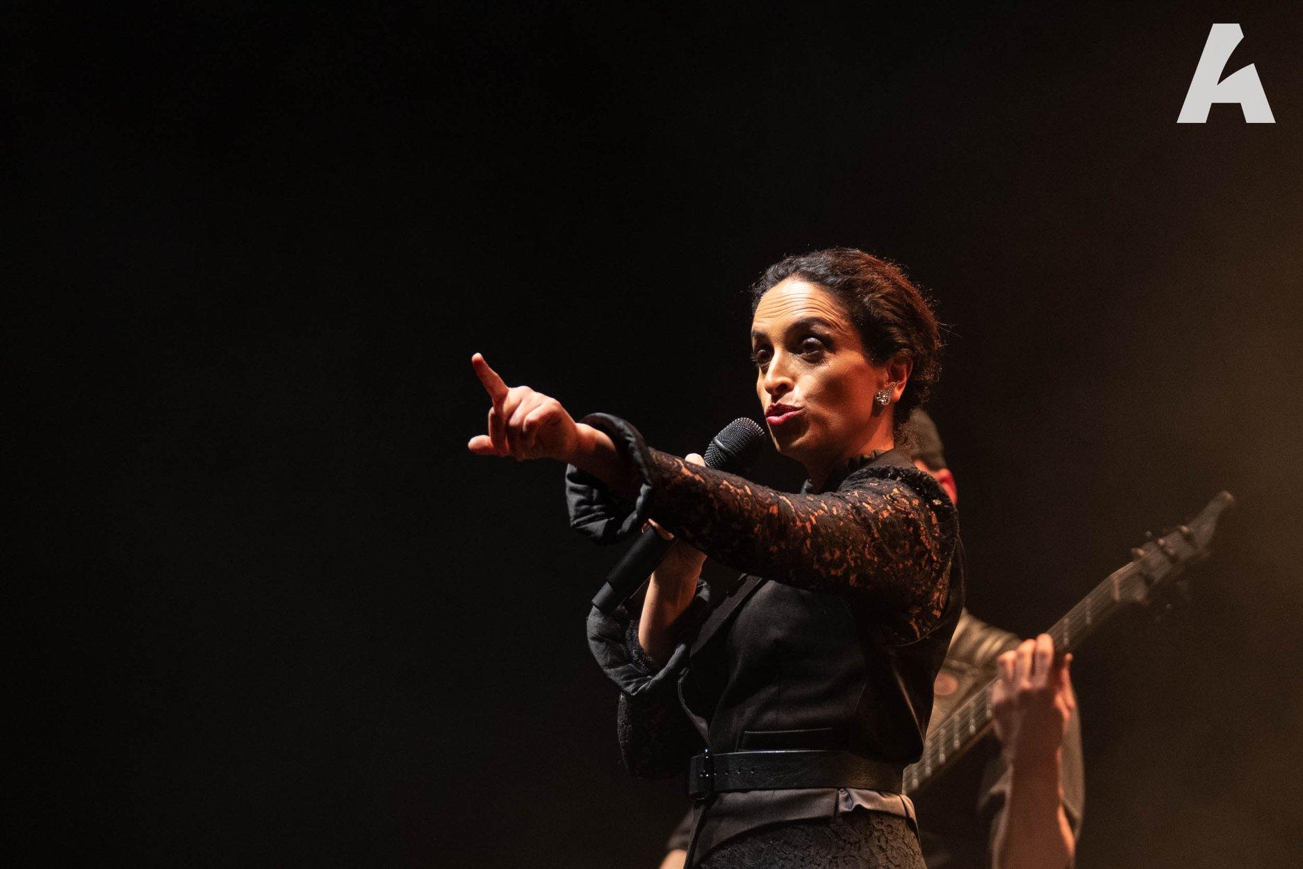 Noa levanta en aplausos al Auditorio de Tenerife