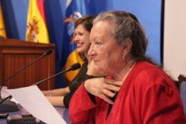 Elsa López durante su intervención en la casa museo León y Castillo