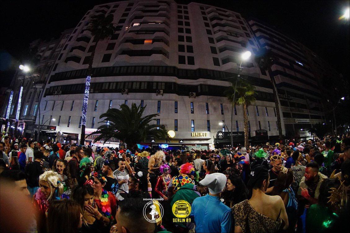 Shaf Huse y Blanca Ross llegan al Carnaval de la Avenida Anaga