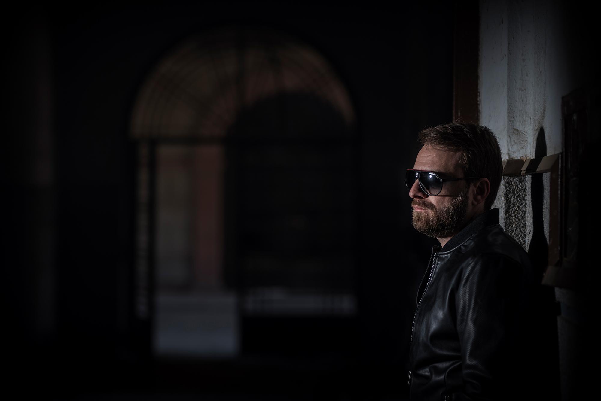 Nightcrawler nos presenta su universo sonoro llamado Visionary