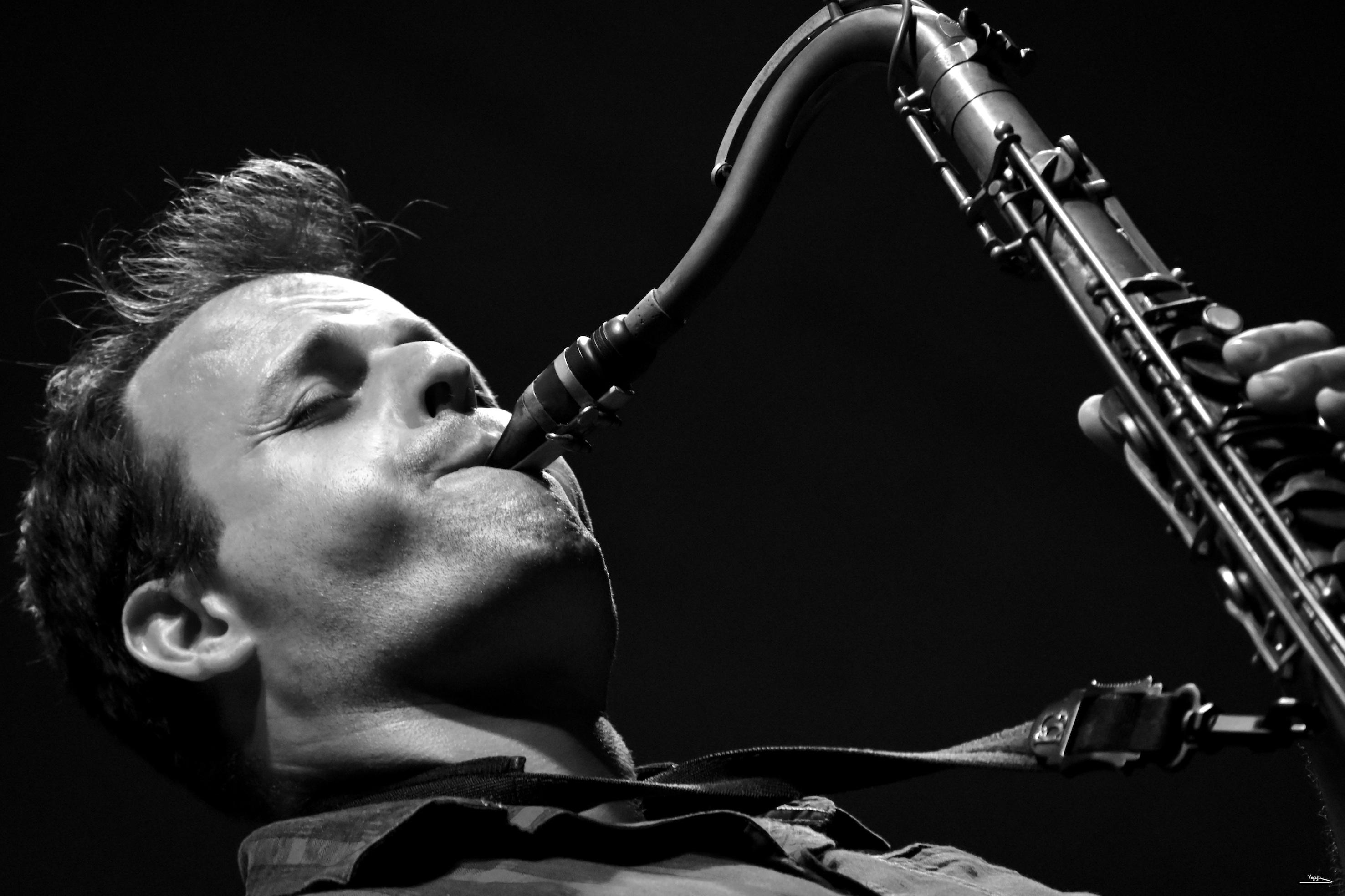 Enrique Oliver : 'Existen varias trincheras de locos maravillosos que mantienen vivo el jazz'
