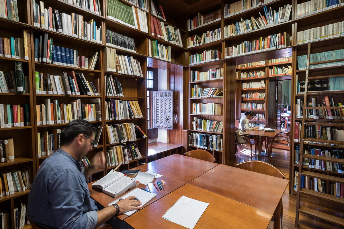 Una biblioteca para descubrir las relaciones Canarias – América