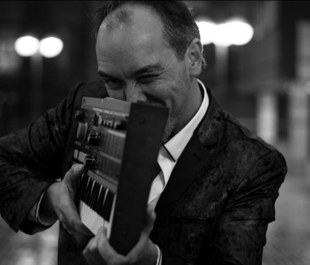 El autor Txema Cabria publica su disco The Inside