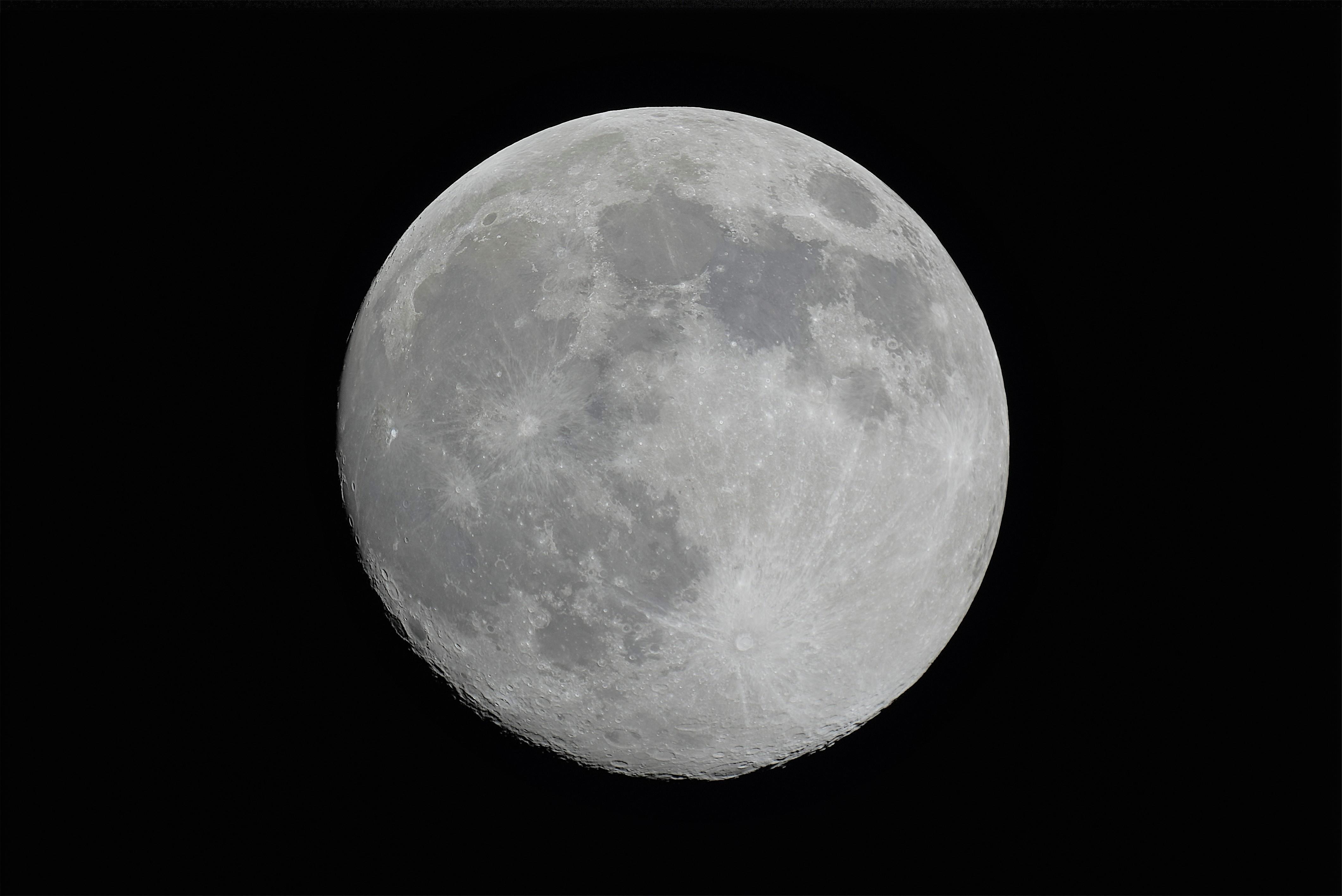 Las cosmocrónicas de Museos de Tenerife muestran la Superluna y varios satélites