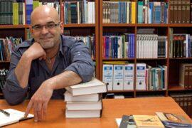 El novelista Alexis Ravelo (1)
