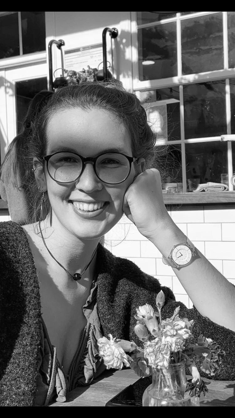 Katya Vázquez Schröder presenta en TEA Tenerife su poemario, Entre los interludios