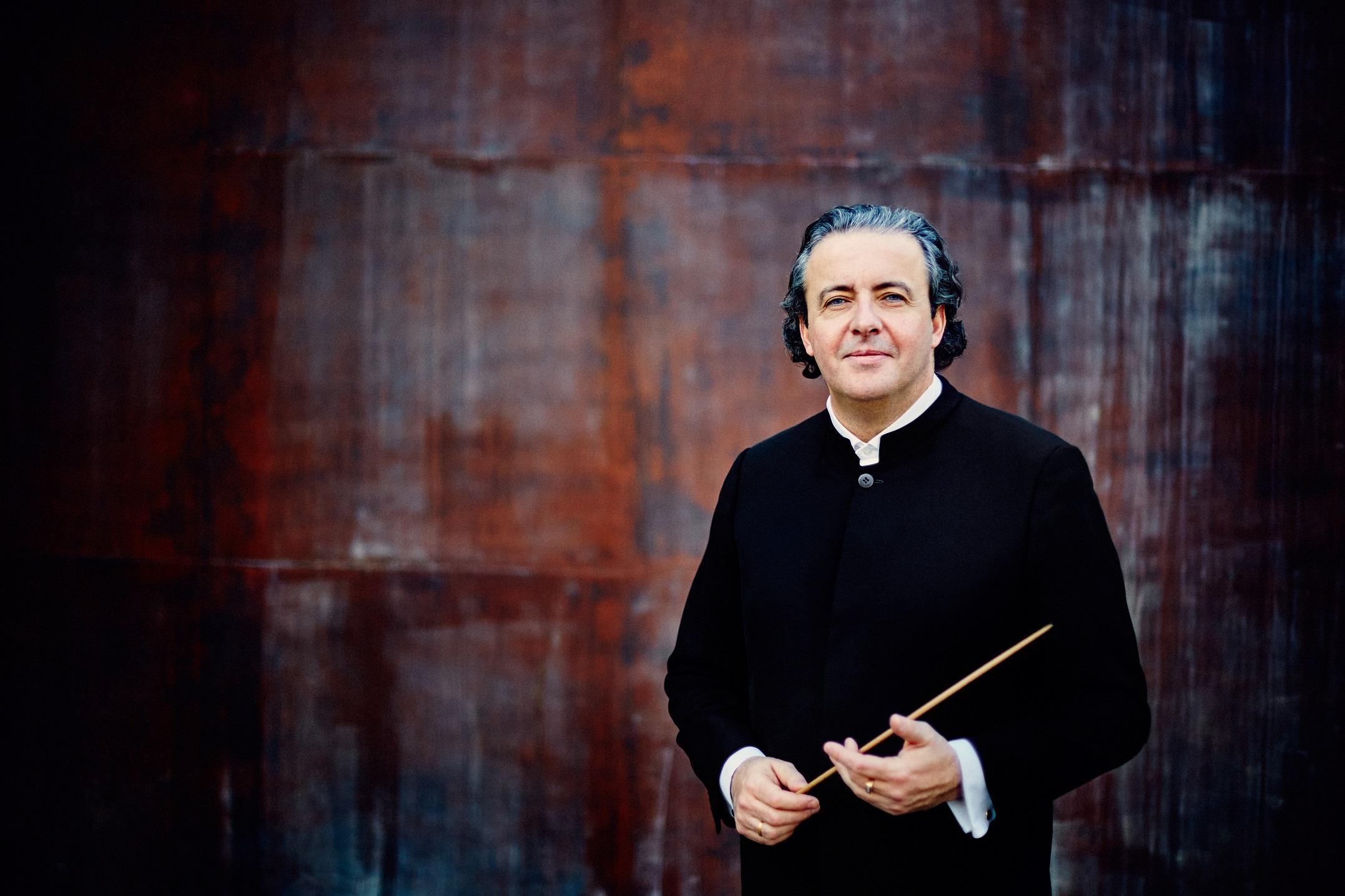 Juanjo Mena se pone al frente de la Sinfónica de Tenerife en su segundo concierto de temporada