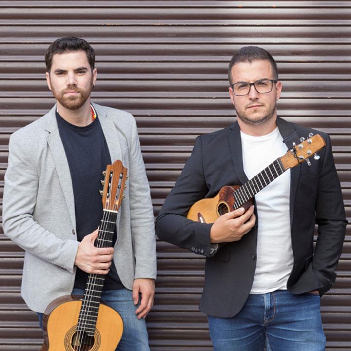 Víctor Estárico y Fernando Cruz llevan el folclore canario más moderno al convento de santo Domingo