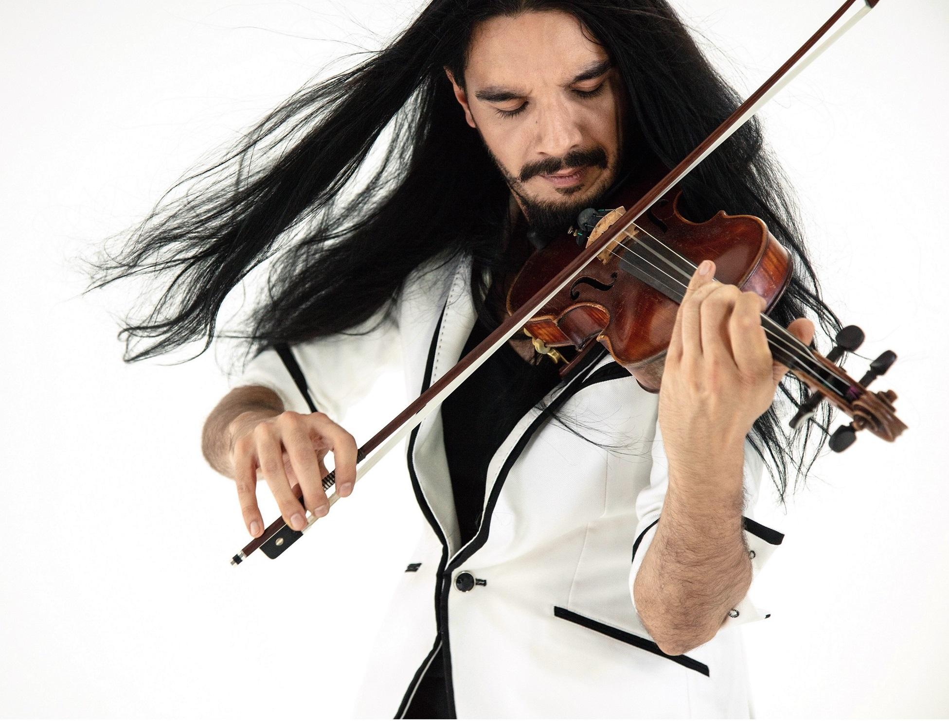 Víctor Pablo Pérez dirige a la Sinfónica con el violinista Nemanja Radulovic como solista