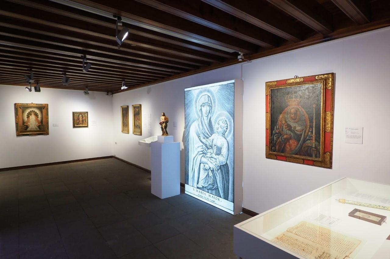 La Fundación CajaCanarias inaugura la exposición Favores, Prodigios y Milagros en La Palma