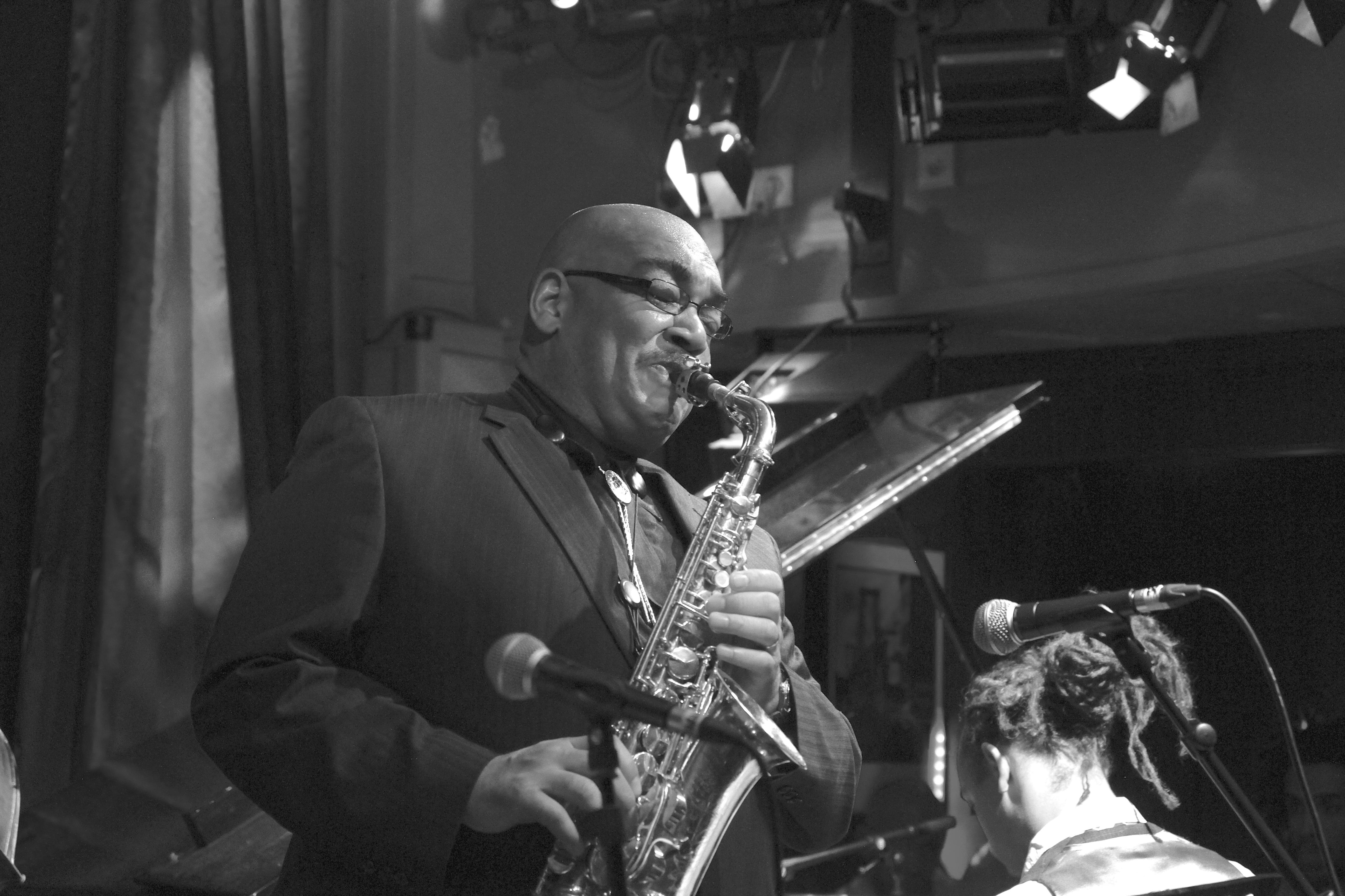Fallece el músico Jeff Clayton con 65 años de edad